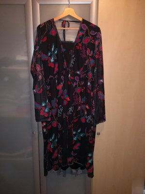 Kleid von JUNAROSE