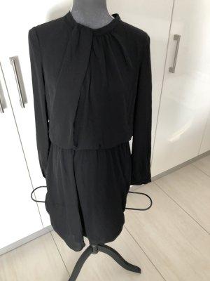 Kleid von Kiomi
