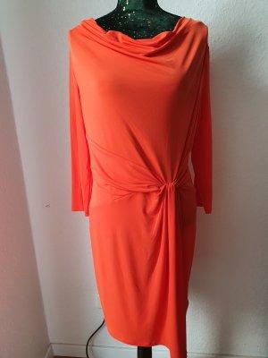 Kleid von Michael Kors.