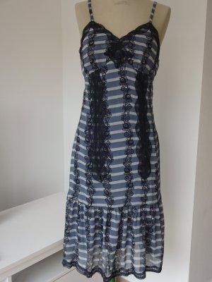 Kleid von S`NOB