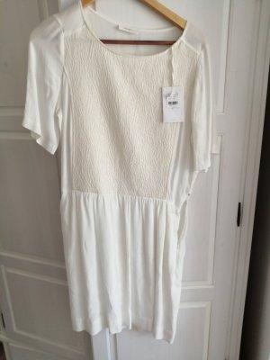 sita murt Sukienka z baskinką w kolorze białej wełny