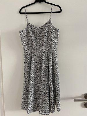 Kleid von Vero Moda - schwar weißes Fächermuster
