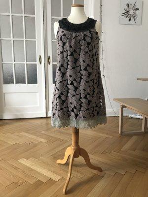 Kleid von Yumi mit Perlendetails