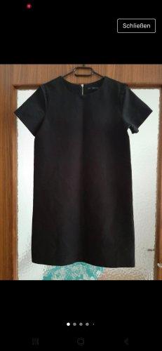 Kleid Zara.