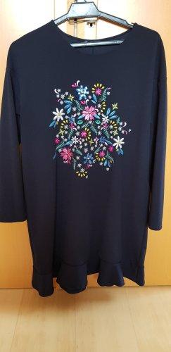 Kleidchen aus Softem Stoff mit Ornament