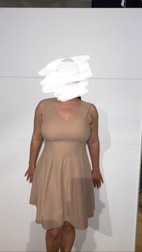Kleidchen in Creme