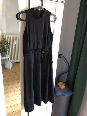 Kleider mit Ballonrock und Gürtelschnalle von EDITED