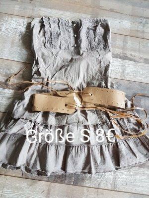 Kleider und Rock