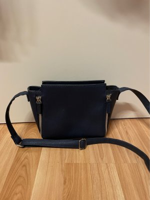Kleine blaue Handtasche