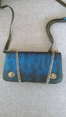 Kleine dunkelblaue Abendtasche