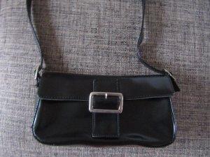 Bolso tipo pochette negro-color plata