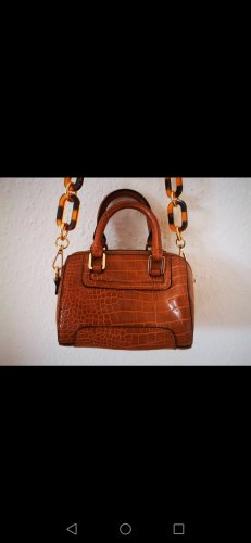 Kleine Handtasche als stylisches Accessoire