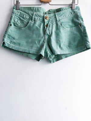 Kleine mitfarbene Jeansshorts