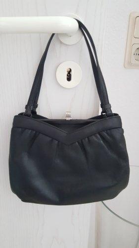 kleine schwarze Handtasche