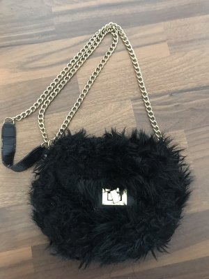 kleine schwarze kuschelige Tasche