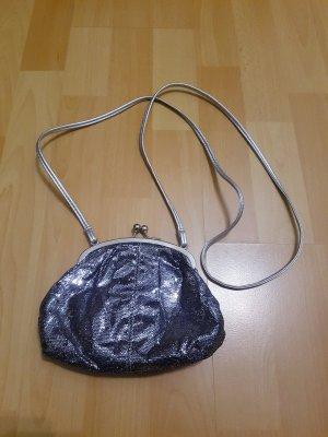 kleine silberne Handtasche