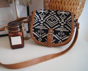 kleine Tasche / Boho Aztec / gemustert / schwarz weiß braun