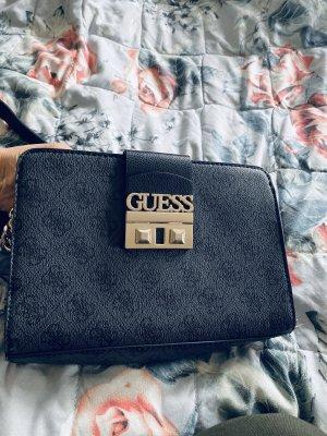 Kleine Tasche Guess