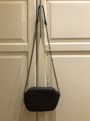 Kleine Tasche in Leder Imitat mit Kette