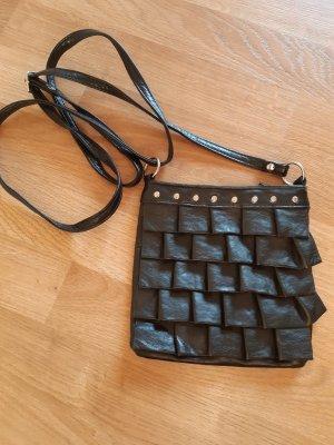 Kleine Tasche schwarz mit Rüschen Kunstleder