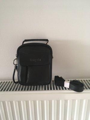 Kleine Tasche von Hengwin in schwarzem Echtleder mit Gürtelschlaufe