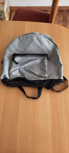 kleiner Rucksack grau