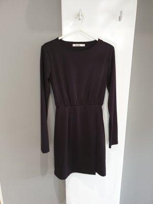 Kleiner schwarzes Kleid
