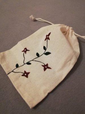 Kleines Baumwollsäckchen bemalt Blumen