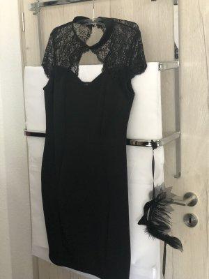 Kleines schwarzes Kleid spitze