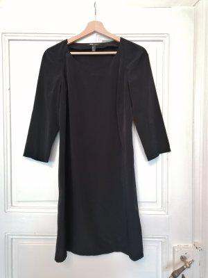 Kleines schwarzes Kleid von Mango