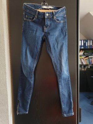 knackige enganliegende Jeans mit Reißverschluss