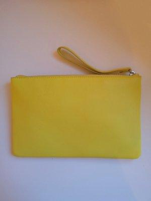 Knallige Clutch in Gelb von AND OTHER STORIES, aus genuine leather