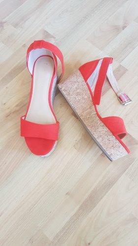 Knallrote Schuhe