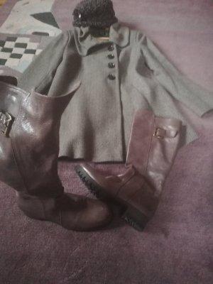 Knie lange Mantel mit passende Hut und Stiefel