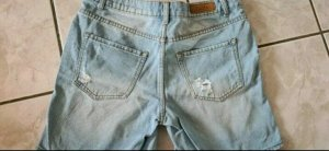 Amisu Short en jean blanc-bleu azur