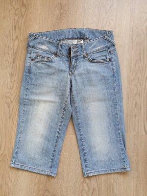 Knielange Jeanshose von Mango