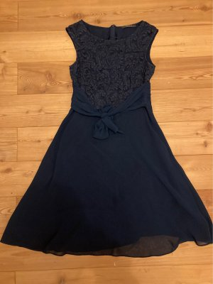 Knielanges Abendkleid