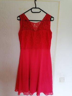 knielanges Kleid der Marke Yessica