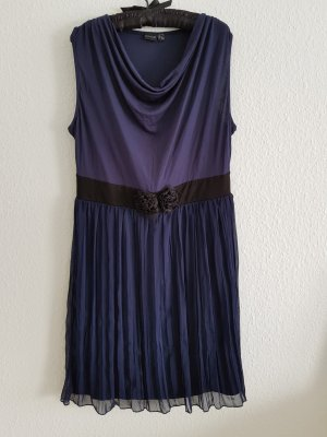 Knielanges Kleid mit Plisseerock