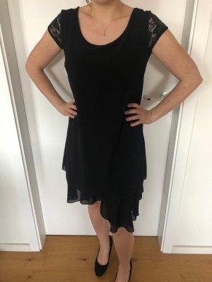Knielanges Kleid mit Spitzenärmeln
