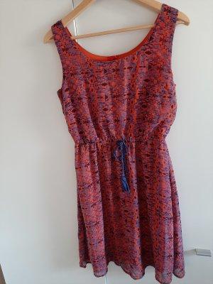 knielanges Sommerkleid gemustert