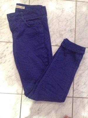 Königsblaue Jeans leicht destroyed