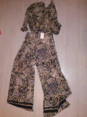 Kombination aus Bluse und Hose Kollektion von H&M.