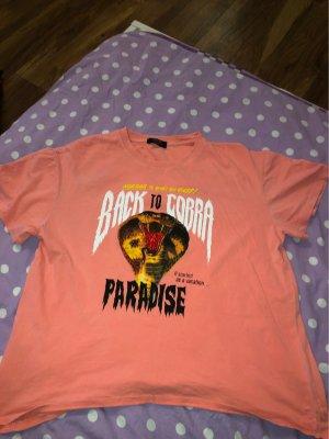 Korall farbendes T-shirt