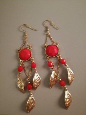 korall-goldfarbene Ohrringe mit Blättern und Perlen