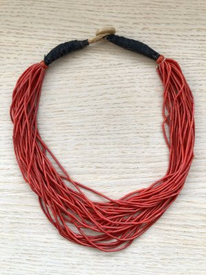 Collier donkerrood-rood