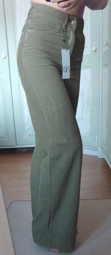 Kordhose von ZARA mit weitem Bein grün Größe 36