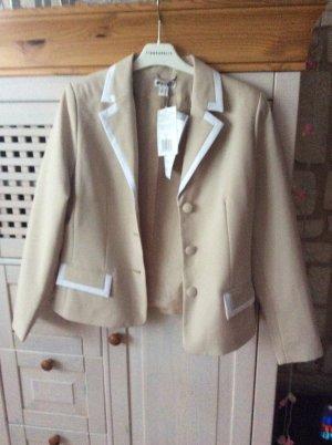 Woman's Fashion Damespak room-licht beige