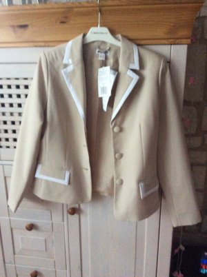 Woman's Fashion Ladies' Suit cream-oatmeal
