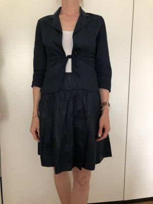 Kostüm dunkelblau mit kleinen Details